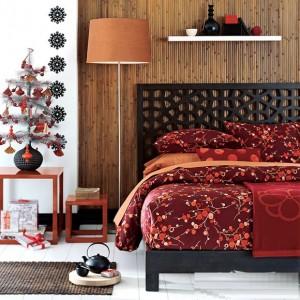 Không gian nội thất phòng ngủ ấm áp với màu đỏ