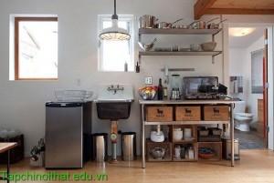 Phòng bếp sáng tạo với giá để đồ