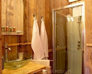 Trang trí phòng tắm bằng chất liệu gỗ
