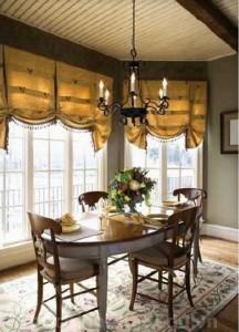 Sử dụng rèm cửa màu vàng làm nổi bật không gian nhà