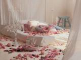 Trang trí giường cưới cho phòng tân hôn