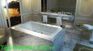 Vintage bồn tắm với thiết kế cong từ 'MAAX'