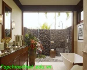 Phòng tắm với khu vườn nhiệt đới