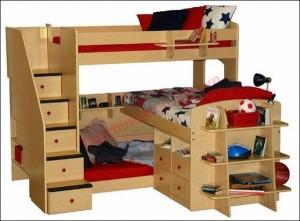 Khối giường ba đáp ứng được cả chỗ ngủ lẫn không gian lưu trữ cho ba người.