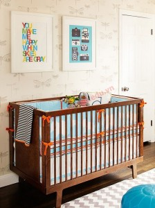 Màu vàng cam thêm tươi mới phòng của trẻ sơ sinh