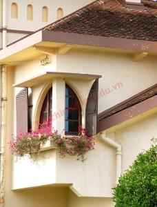 Có được vượng khí từ ngoài thổi vào nhà liên tục bằng cửa sổ trước và thông ra cửa sổ sau là rất tốt