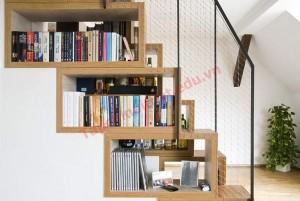 Biến gầm cầu thang thành kệ sách