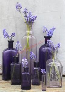 Bình hoa mang âm hưởng thiên nhiên từ những lọ thủy tinh