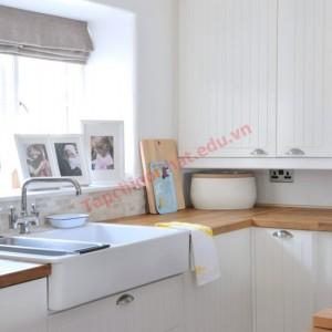 nội thất màu trắng cũng rất hợp để trang trí bếp theo phong cách đồng quê.