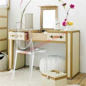 Bàn trang điểm hiện nay thường đồng bộ với các đồ nội thất khác trong phòng ngủ như giường ngủ