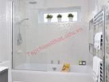 Phòng tắm rộng và đẹp hơn nhờ gạch nhũ.