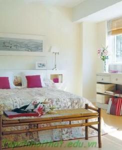 Phòng ngủ với chủ đề hoa tươi