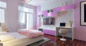 Phòng ngủ với gam màu tím nhạt lãng mạn và có ban công lấy sáng