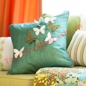 Trang trí gối hình bướm trong phòng ngủ