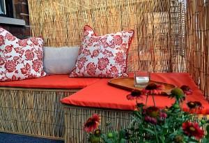 Băng ghế nhỏ nơi tán cây sẽ là chỗ để bạn thư giãn và tận hưởng góc thiên nhiên tuyệt vời của riêng mình.