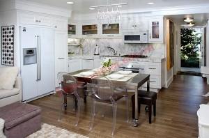 Bàn ăn di chuyển dễ dàng cất gọn sau khi dùng bữa, giúp không gian thêm gọn gàng.