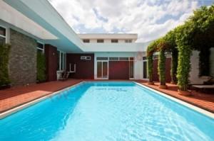 Tạo không gian thoáng đãng trong nhà với thiết kế hồ bơi