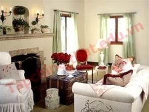 Sử dụng vài vật dụng có gam màu đỏ, bạn sẽ cảm thấy không gian này trở nên lãng mạn hơn.