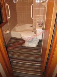 Phía sau cánh cửa thường bị tận dụng.