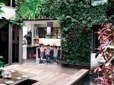 Vườn treo xanh mướt trong nhà
