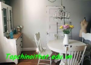"""Phòng ăn nhỏ mà cực kỳ ấn tượng nhờ nội thất đơn giản, pha chút """"bụi bặm""""."""