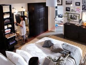 trang trí bức tường đối diện giường ngủ của bạn sao cho nó có thể phản ánh nguồn năng lượng phù hợp
