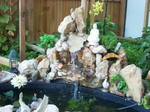 Để tăng khí thế cho khu vườn bạn nên chọn các loại đá phong thủy về ghép thành hòn non bộ