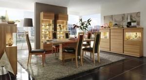 Những ai yêu thích màu sắc tự nhiên của gỗ sẽ rất thích thú khi được tân mắt nhìn ngắm bộ phòng ăn này