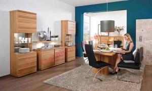 Xu hướng kết hợp gỗ và inox trong các thiết kế bàn ăn được áp dụng khá nhiều trong các mẫu năm nay