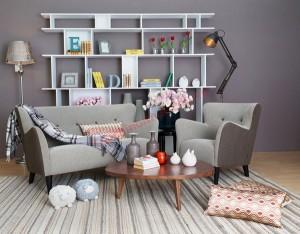 Phòng khách cổ điển với sofa màu nâu trầm