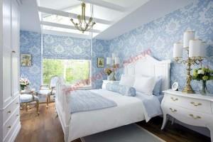 Ngược lại, sự trẻ trung và năng động sẽ được thể hiện rõ khi bạn trang trí sắc xanh cho căn phòng từ những sọc màu độc đáo. Bức tường sọc thẳng bản to xen kẽ trắng xanh đem đến nét đẹp đơn giản mà cá tính cho phòng ngủ.