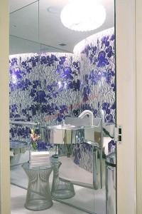 Phòng tắm đẹp và tiện nghi hơn khi được thay thế bằng những nội thất mới.