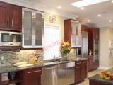 cửa chính thông thẳng vào bếp hay để luồng khí thải từ bếp lan sang các phòng khác là điều hoàn toàn không nên.
