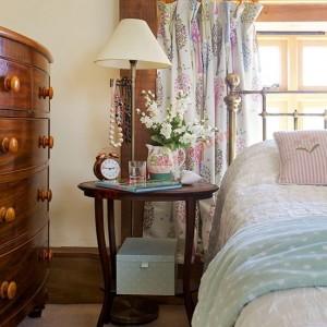 Nội thất gỗ mang đến phong cách cổ điển quý phái.