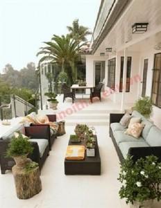 Nội thất phòng khách được đặt nơi ngoại thất tạo sự thoải mái, tràn ngập thiên nhiên.