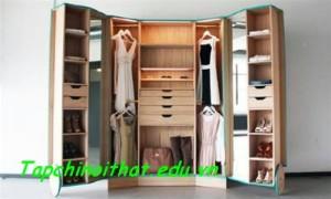 Đi bộ trong… tủ quần áo