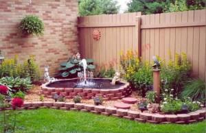 Không gian nước đem lại cảm giác mát mẻ cho khu vườn.