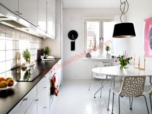 Bài trí phòng bếp nên xem màu phong thủy, màu trắng, xám nhẹ nhàng sẽ mang lại sự hài hòa âm dương cho phòng bếp.