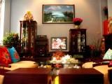 Để tạo ấn tượng tốt khi mở cửa bước vào nhà, bài trí nội thất phòng khách nên xem màu phong thủy.